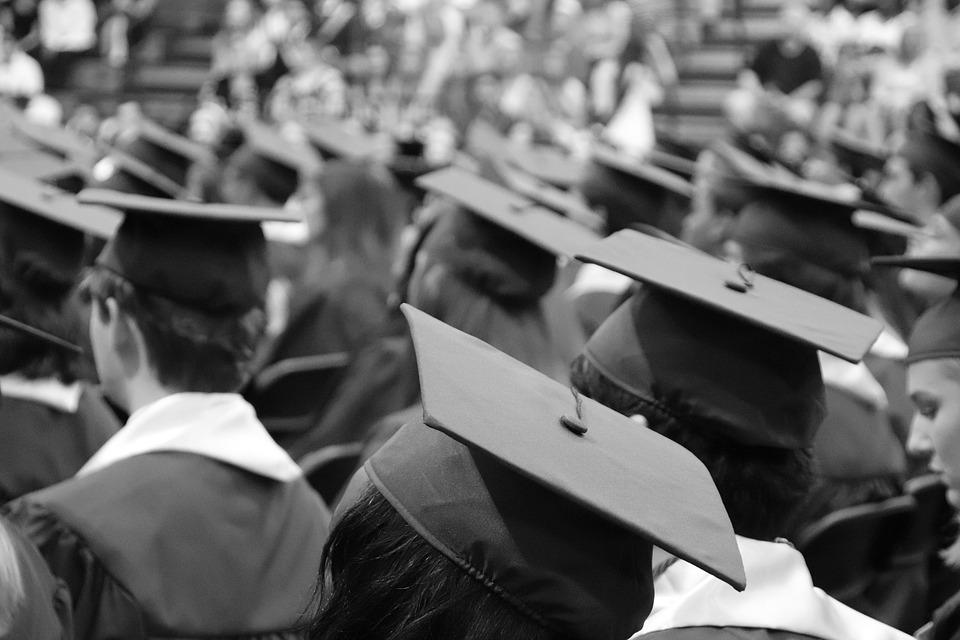 Faculdade virou um fetiche da classe média?